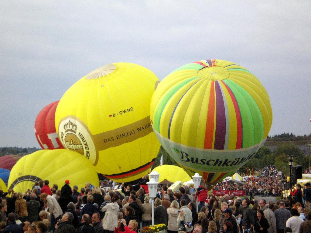 Massenstart der Heißluftballone auf der Warsteiner Internationale Montgolfiade (WIM)