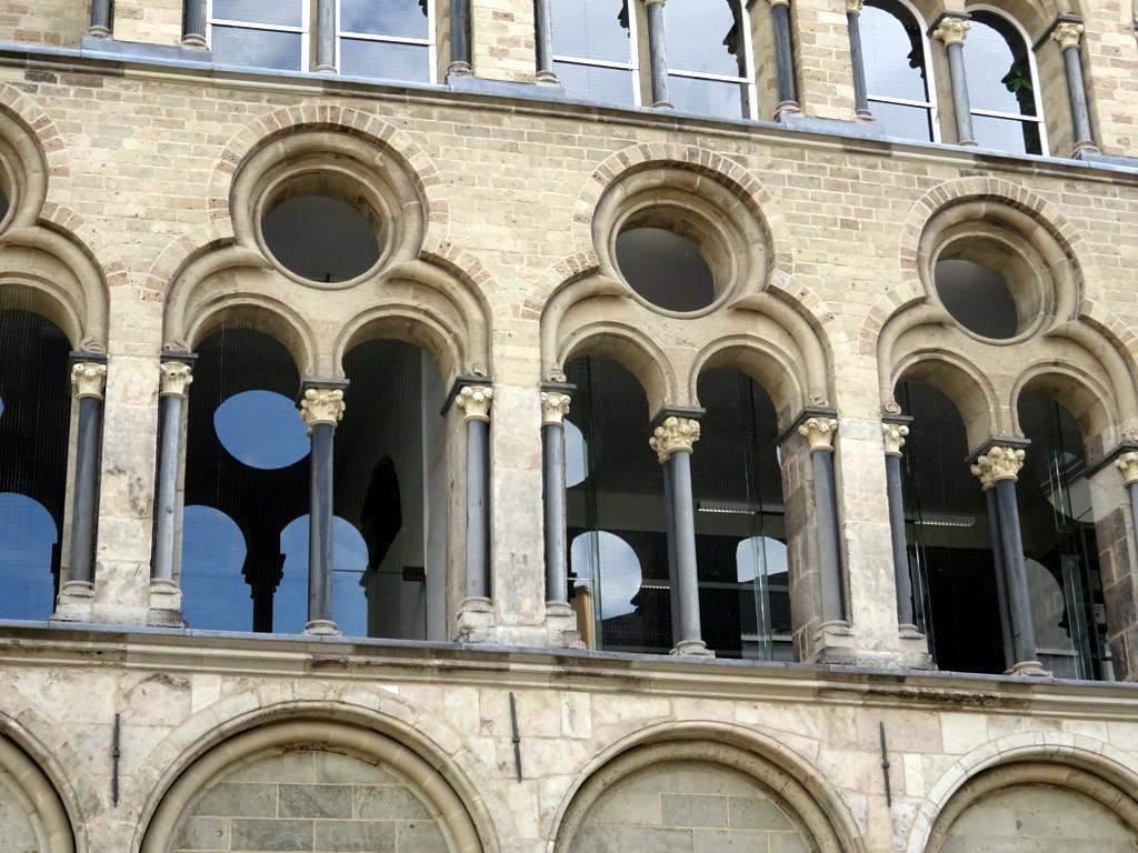 Koeln Overstolzenhaus 05 Fenster
