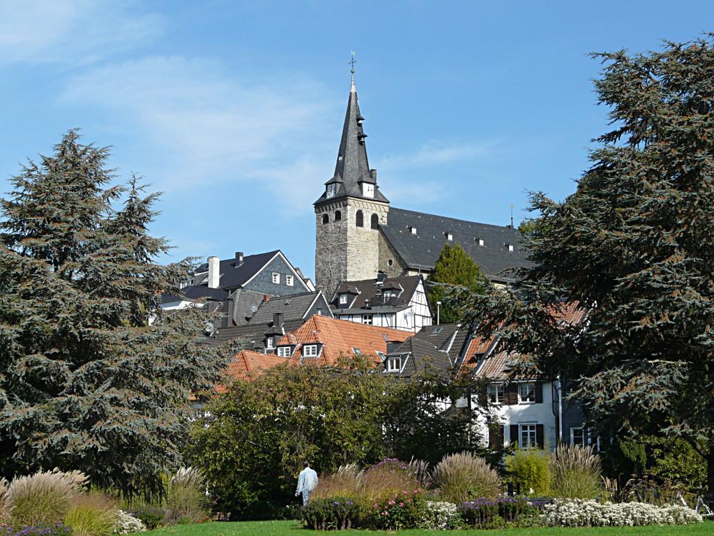 Essen-Kettwig - Blick aus Richtung Ruhr auf die Altstadt von Kettwig mit der Kirche am Markt.