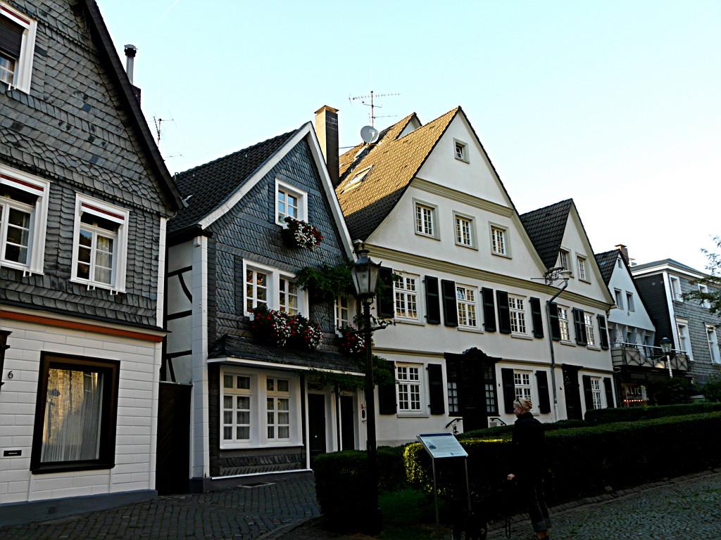 Essen-Kettwig - Aufwendig sanierte Fachwerkhäuser am Kirchhöfnerring