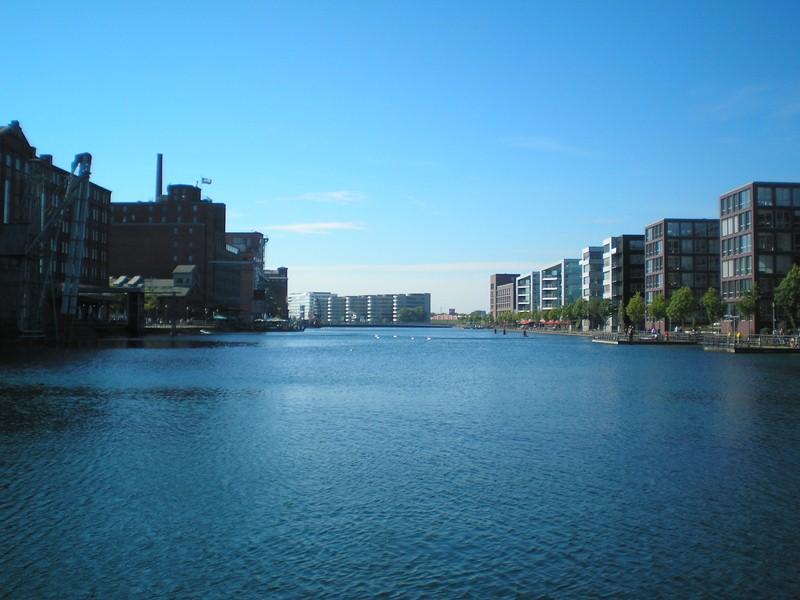 Duisburg Innenhafen - Blick aus östlicher Richtung